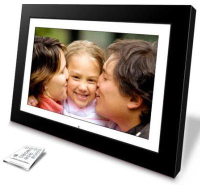 Een interactief schilderij aan de muur dankzij een digitale fotolijst met groot scherm